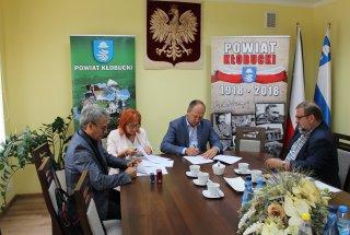 Kontrakt na oznakowanie dróg wojewódzkich w Powi